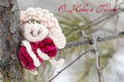 Crochet_sheep_on_a_pine_tree_.jpg